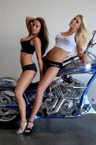 Sexy biker girls with choppers - big_sexy_bikers_chopper03 by Maanala - Mbike.com
