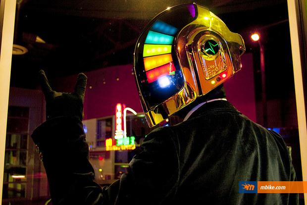 dafi-punk-helmet-4