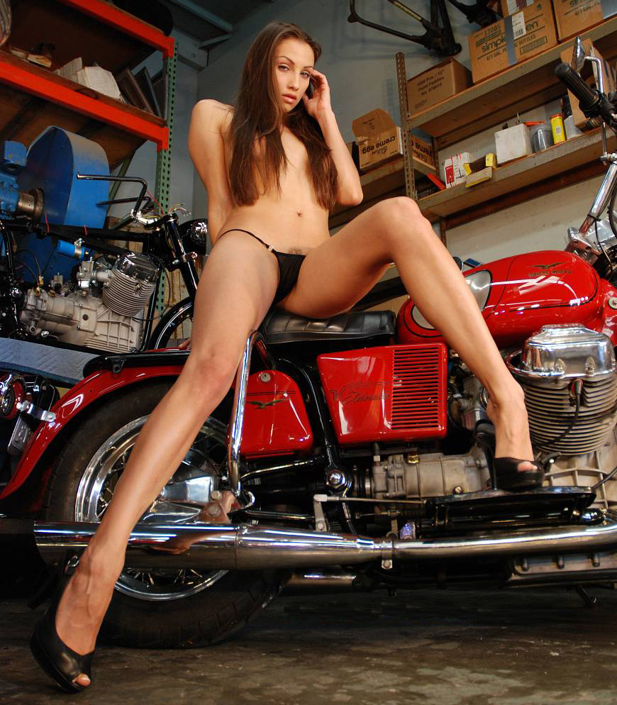 Moto Girl Photos http://www.mbike.com/album-1000773/photo-4002451-original