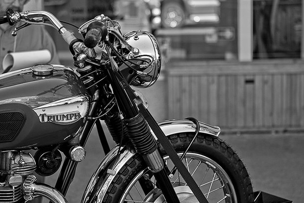 Black & White Motorcycle Pictures - Black & White 11 by Mbike.com - Mbike.com