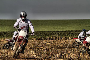mc23_Motocross in a Deserted Land